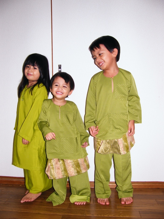 Malay kids wearing green during Hari Raya